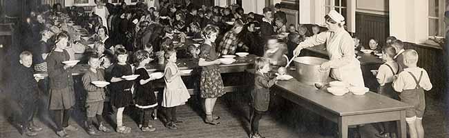 Ausstellung im Hoeschmuseum: Hungrige Mitarbeiter-Kinder wurden im eigenen Heim in Schledehausen aufgepäppelt