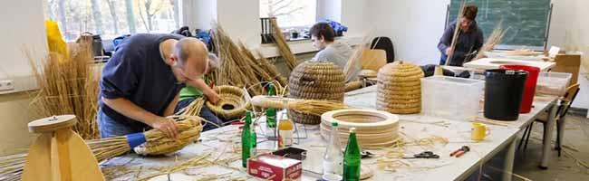 Kurler ImkerInnen lassen ein altes Handwerk wieder aufleben und flechten in Dortmund Bienenkörbe für ihre Völker