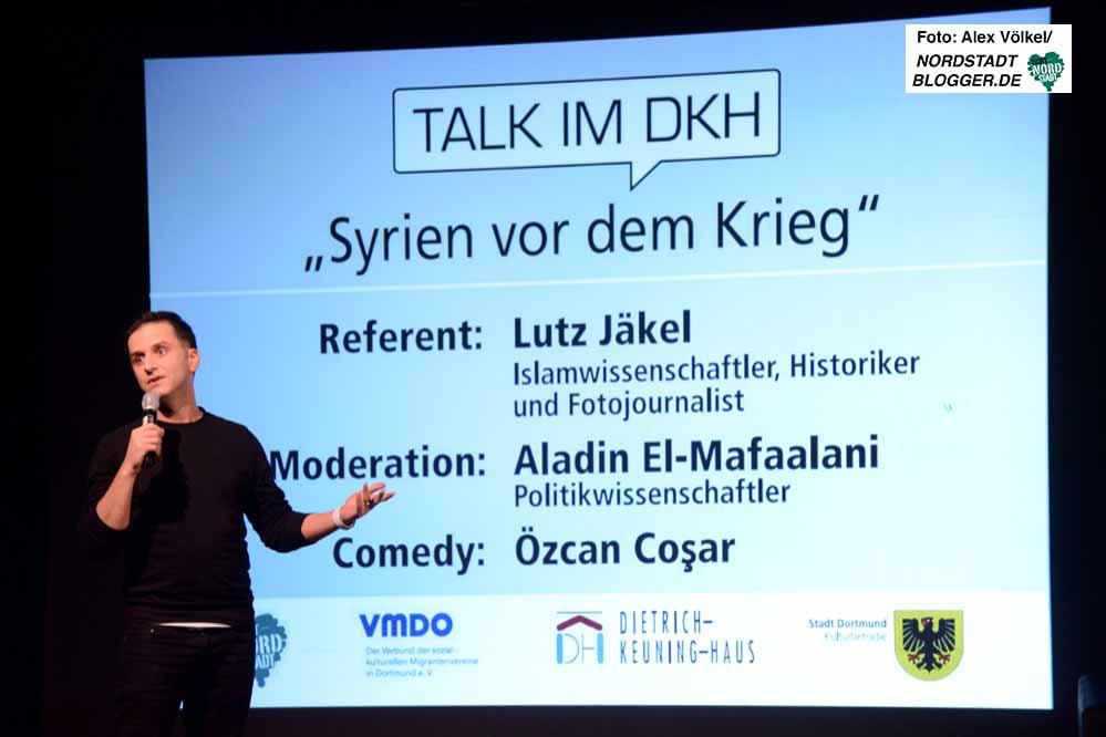 Özcan Coşar strapazierte die Lackmuskeln der ZuhörerInnen.