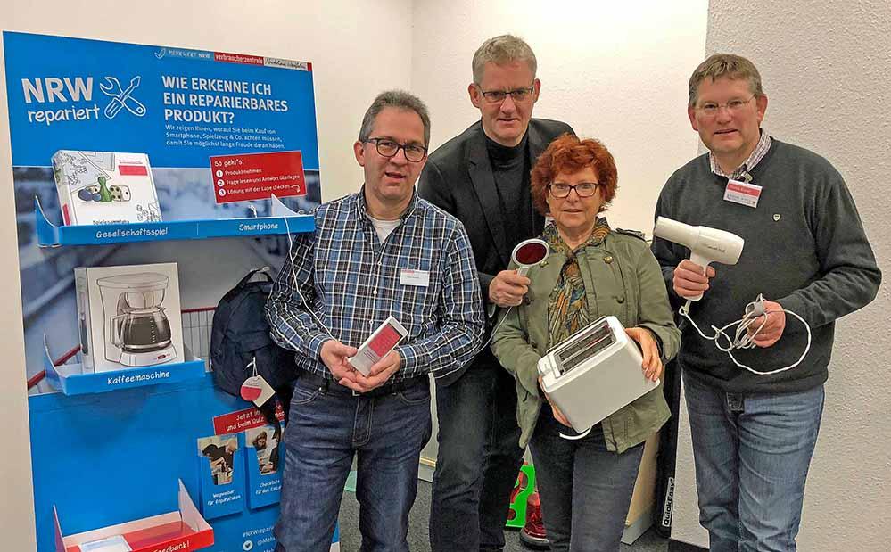 """Präsentierten die Aktion """"NRW repariert"""": Volker Mahlich, Markus Schulte, Ulla Burchardt und Thomas Brandt."""