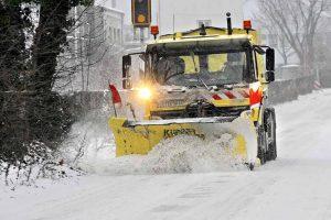 Hauptverbindungs- und Durchgangsstraßen werden vorrangig von Schnee und Eis befreit. Archivfoto: Oliver Schaper