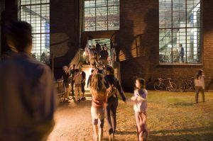 Besucher können das Industriedenkmal Kokerei Hansa heute als Veranstaltungsort erleben. Die Kompressorenhalle wird für Ausstellungen, Konzerte, Tanzvorführungen oder Lesungen genutzt. Foto: Harald Priem, 2011