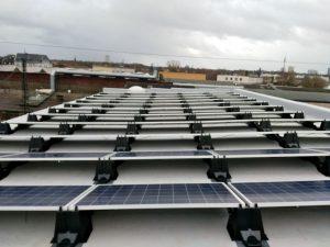 Die neue Photovoltaik-Anlage auf einem Gebäude der Dortmunder Tafel-Zentrale