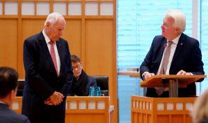 Sichtlich bewegt nahm Dr. Opländer die Würdigung durch OB Ullrich Sierau entgegen.