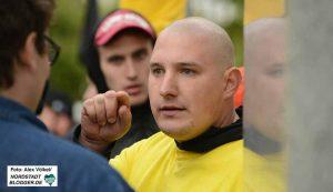Neonazi Andre Penczek (gelbes T-Shirt) ist für Daniel Grebe in der BV Scharnhorst nachgerückt.