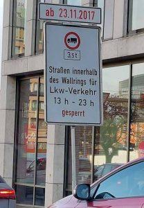 Sicherheit für den Weihnachtsmarkt: Die Straßen innerhalb des Wallrings sind von 13 bis 23 Uhr für LKW gesperrt. Foto: Marcus Arndt