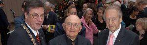 Der damalige OB Dr. Gerhard Langemeyer mit Aharon Appelfeld dem damaligen Zentratsvorsitzenden Paul Spiegel.