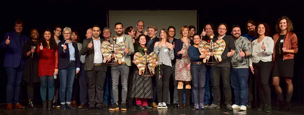Gruppenbild mit den neuen PreisträgerInnen und AkteurInnen zum Abschluss. Fotos: Wolf-Dieter Blank