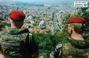 Gemeinsam mit anderen Armeen war die Bundeswehr war in Bosnien (SFOR) und im Kosovo (KFOR) zur Friedenssicherung im Einsatz.