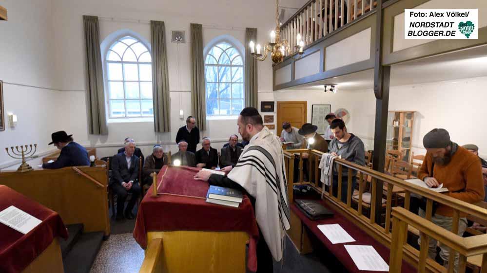 In der Synagoge in Aalten hielten die DortmunderInnen eine Andacht mit den holländischen Gastgebern ab.