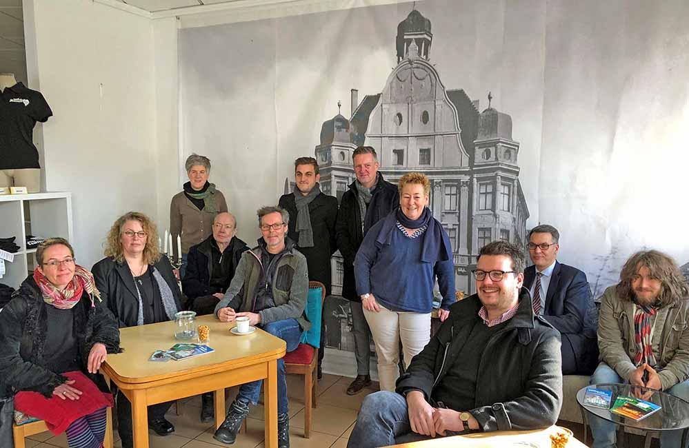 Freuen sich, dass es im Concordiahaus am Borsigplatz weiter geht. Fotos: Joachim vom Brocke