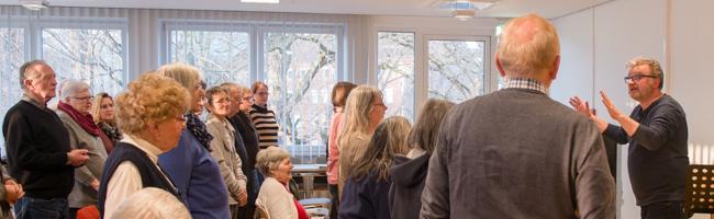 Noch vorhandene Fähigkeiten und Fertigkeiten erhalten – Therapeutisches Singen im Dementi-Chor in Dortmund