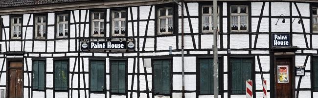 Denkmal des Monats Februar 2018:  Das Fachwerkhaus in der Husener Straße 54 wird vorübergehend eingepackt