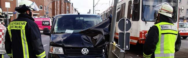 UPDATE: Verkehrsunfall auf Münsterstraße: Mehrere Leichtverletzte und kurze Störung für die Stadtbahnlinie U41