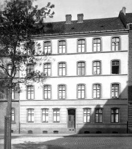 Das erste Haus von Spar und Bau wurde 1894 in der Langen Straße errichtet.