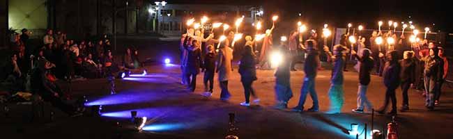 """""""Ab in' Pott""""-Convention an Anne-Frank-Gesamtschule:  200 SchülerInnen lernen den artistischen Umgang mit Feuer"""