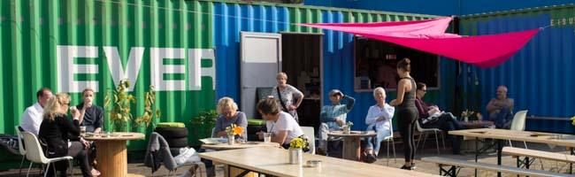 Der Umschlagplatz startet in das Jahr 2018: Zwei Übersee-Container am Hafenbecken werden zur Gastronomie