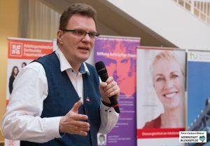 Rentenexperte Dirk R. Schuchardt klärt über die Altersvorsorge auf.