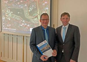 Präsentierten den Grundstücksmarktbericht: Christan Hecker und Ulf Meyer-Dietrich. Foto: Joachim vom Brocke
