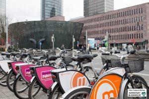 Metropolradruhr-Fahrräder am Hauptbahnhof.
