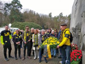 Die Gäste des Gedächtnislaufes nehmen anschließend an der Gedenkveranstaltung in der Bittermark teil.