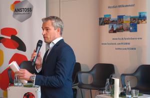 Der Abend wurde vom Sportjournalisten Florian Bauer (ARD, WDR, u.a.) moderiert.