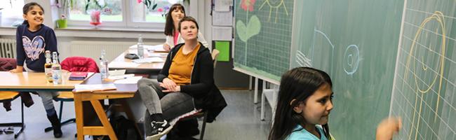 """""""FIT in Deutsch"""" –  Mit """"FerienIntensivTraining"""" verbessern junge MigrantInnen in den Osterferien ihre Deutschkenntnisse"""