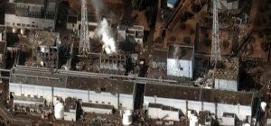 Satellitenfoto der Reaktorblöcke 1 bis 4 (von rechts nach links) am 16. März 2011 nach mehreren Explosionen und Bränden. Foto: Digital Globe