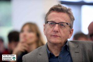 Kann auch zuhören: Dietmar Köster auf dem Unterbezirksparteitag der SPD in Hacheney.