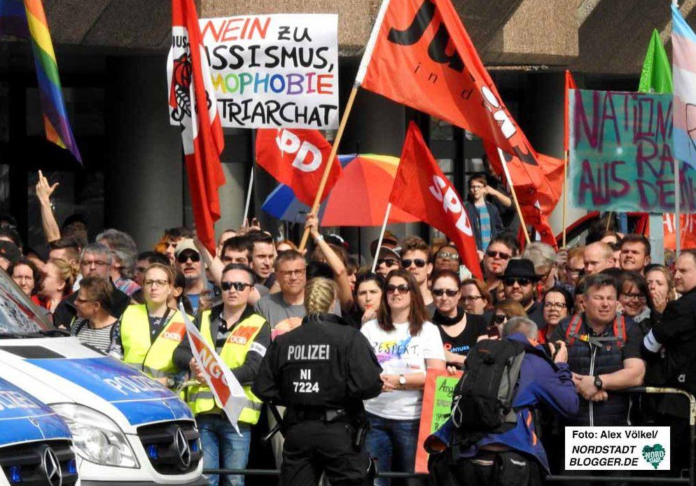 Bunt und vielfältig war der Gegenprotest gegen den Neonazi-Aufmarsch, an dem sich viele gesellschaftliche Gruppen und alle demokratischen Parteien beteiligten.