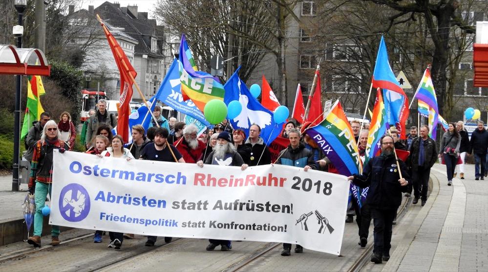 Mehr als 250 Menschen gingen auf die letzte Etappe des Ostermarsch von Dorstfeld in die Nordstadt.