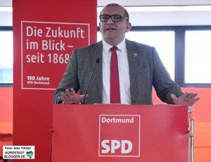Volkan Baran aus Dortmund fordert die Landesregierung auf, zu ihren Wahlversprechen zu stehen.
