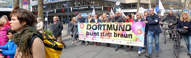 Innenstadt von Dortmund im Ausnahmezustand: Tausende Menschen gehen friedlich gegen Neonazis auf die Straßen