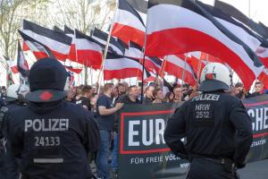 Die Neonazis marschierten von der Nordstadt zum Sonnenplatz.