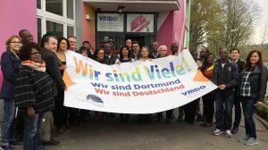 Der Bundesverband Netzwerke von Migrantenorganisationen e.V. (BV NeMO) und dessen Mitglied VMDO (Verbund der sozialkulturellen Migrantenvereine in Dortmund e.V.)zeigen, wie vielfältig die Dortmunder Stadtgesellschaft ist. Anbei finden Sie ein Pressebild. Foto: Moritz Makulla Auf Facebook: https://www.facebook.com/BundesverbandNeMO/videos/2036322816641192/