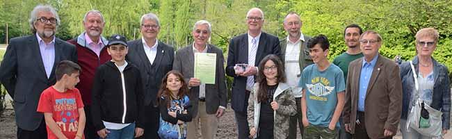 Harald Heinze erhält den Buschwindröschenpreis 2018 vom Freundeskreis Fredenbaumpark in der Nordstadt