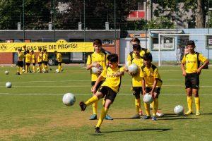 Die Trainigseinheiten (inkl. Mittagessen) fanden auf der Sportanlage der Vereine AY YILDIZ DERNE und SUS DERNE statt.