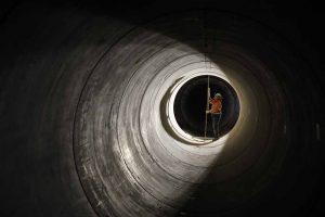 Die Abschlussarbeiten am Abwasserkanal laufen. Im Herbst wird geflutet. Foto: Rupert Oberhäuser/ EGLV
