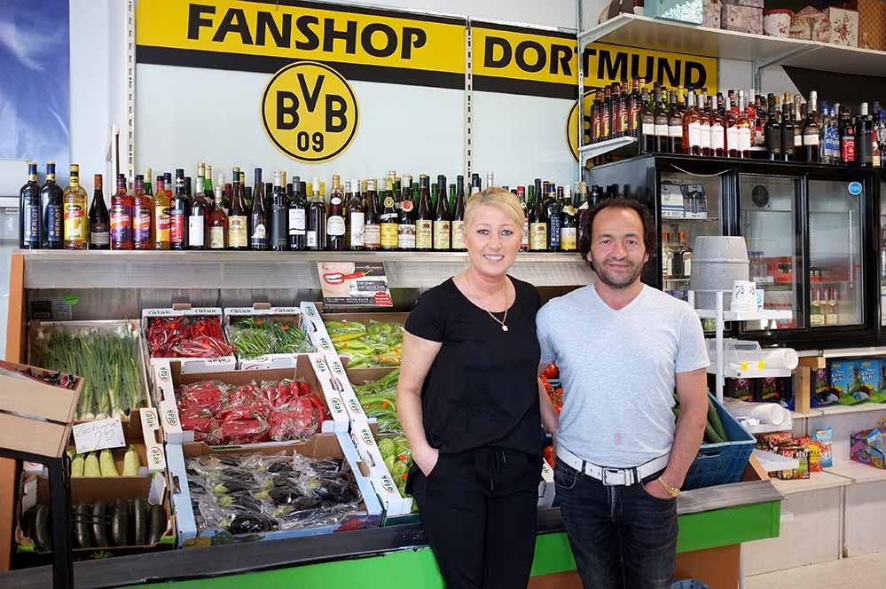 Nuran und Ayhan Yilmazer haben ihren Spätkauf bis 24 Uhr geöffnet. Sie möchten gerne Energie einsparen.