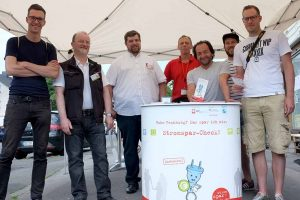 Gruppenbild zum Carrot-Mob mit den an dem Projekt beteiligten Männern. Fotos: Susanne Schulte