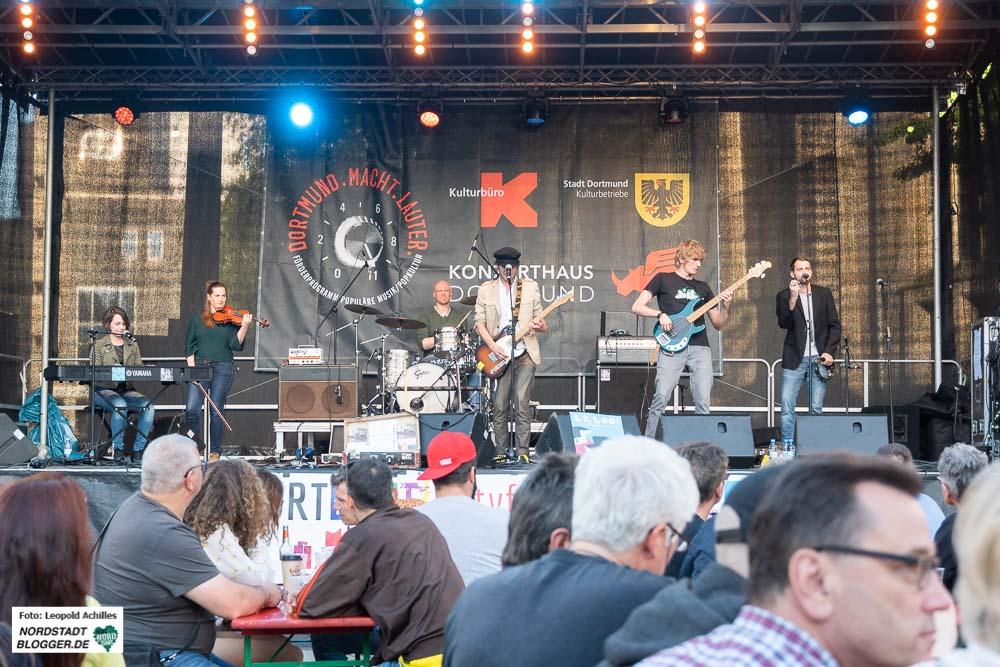 Auf der Dortmund.macht.lauter.-Bühne gibt das Kulturbüro der heimischen Musikszene, die Möglichkeit sich vor großem Publikum zu präsentieren. Foto: Leopold Achilles
