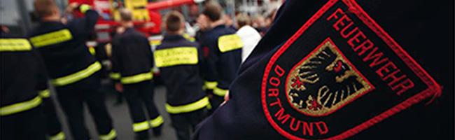 Feuerwehr Dortmund bekämpft einen Brand in einer Dachwohnung an der Bülowstraße in der Nordstadt