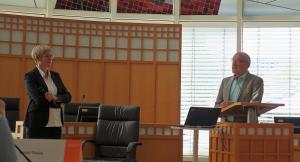 Prof. Haas mit Prof. Andrea Kienle bei der abschließenden Diskussion