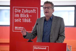 Der SPD-Europaabgeordnete Prof. Dr. Dietmar Köster auf dem Unterbezirksparteitag in Dortmund.