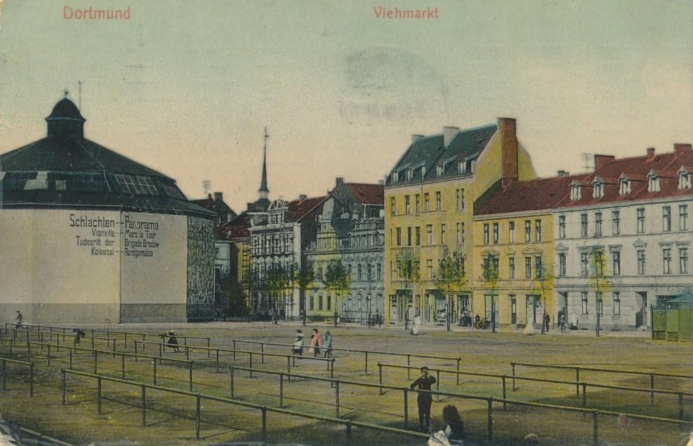 Das Panorama (links) auf dem Viehmarkt. Rechts Häuser der ehemaligen Krautstraße (Sammlung Klaus Winter)