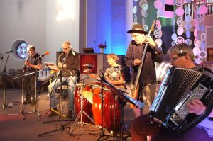 Das fünfköpfige Zimmaorkestra unterhielt bestens mit Musik und Texten zum Nachdenken