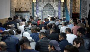 Auch Sprachaufnahmen fließen in die Kompositionen mit ein. Hier in der Sultan Camii-Moschee in der Nordstadt. Foto KGGB