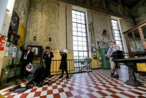 kunstgruppe GOTTLIEB hier bei Tonaufnahmen in der Zeche Gneisen. Foto: KGGB