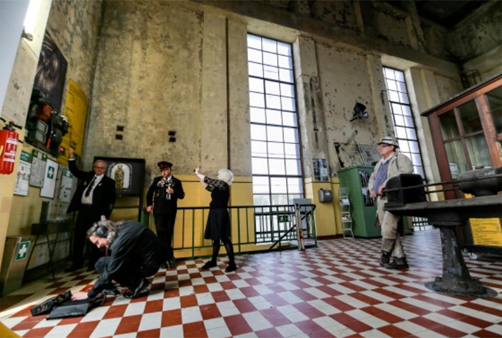 kunstgruppe GOTTLIEB hier bei Tonaufnahmen in der Zeche Gneisenau. Foto: Oliver Scharper