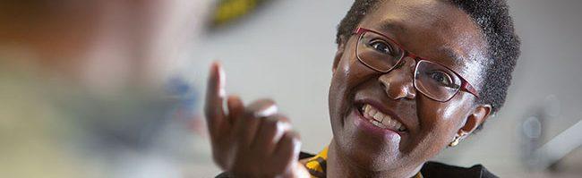 """Kampfgeist, Leidenschaft, Kritik: Veye Tatah über 20 Jahre """"Africa Positive e.V."""" und scheinheilige Entwicklungspolitik"""